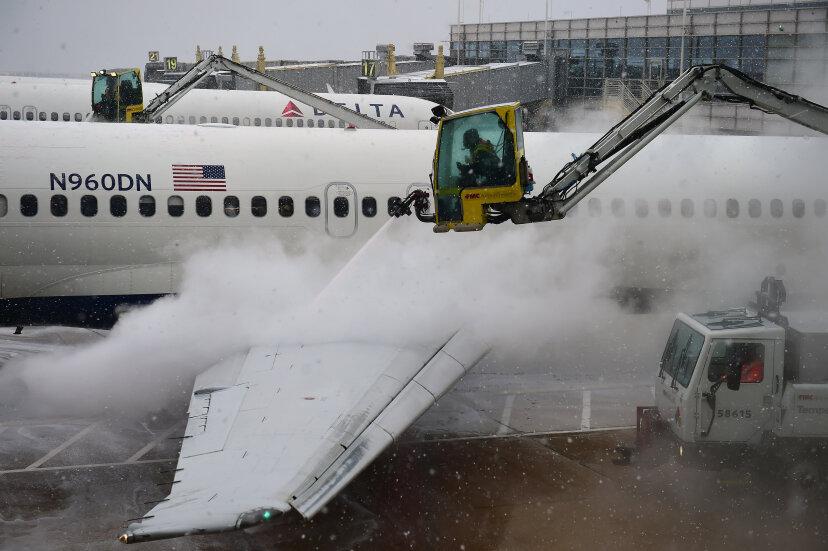 彼らはどのように飛行機を除氷しますか?