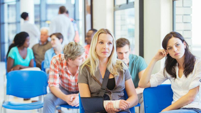 医師は遅れて走ったことに対して患者にお金を払わなければなりませんか?
