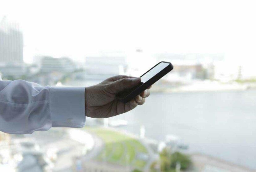 携帯電話にテキストメッセージを保存すると、パフォーマンスが低下しますか?