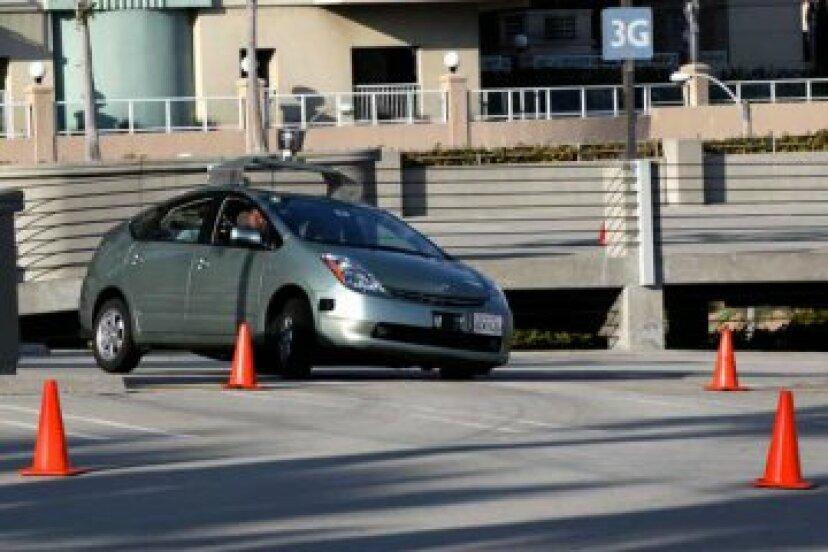 自動運転車は、より安全で、低コストで、より効率的な輸送を提供しますか?