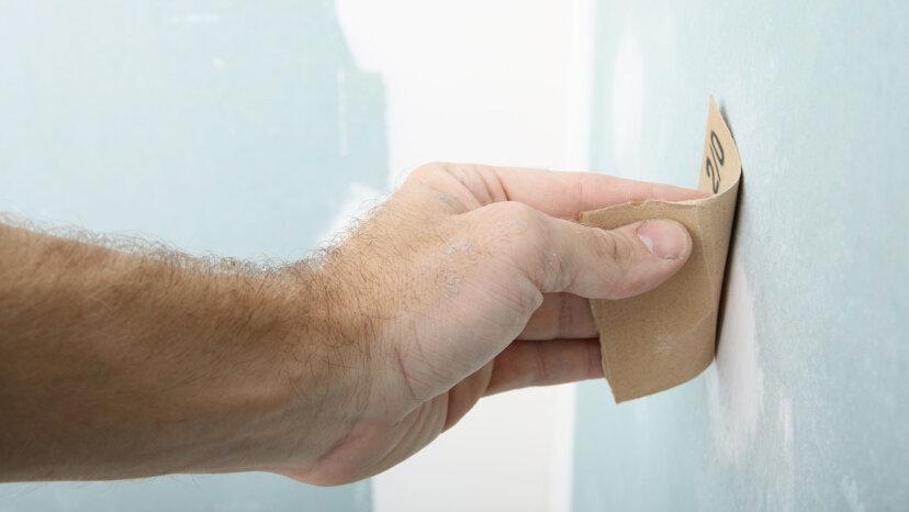乾式壁の穴を修正する方法