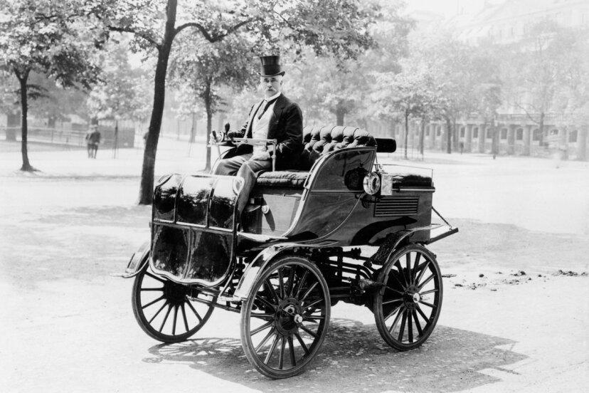 電気自動車は何歳ですか?