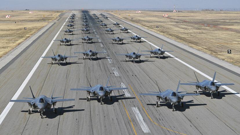 """F-35As im ersten """"Elephant Walk"""" auf die Probe gestellt"""