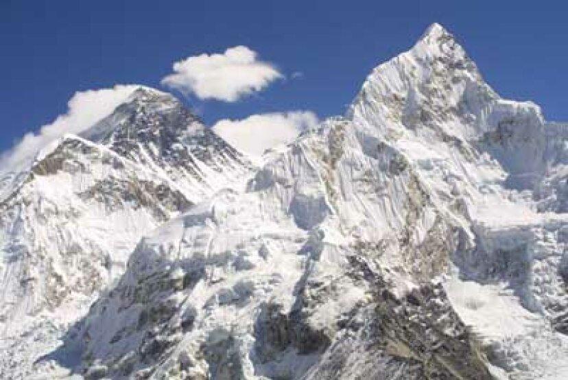 彼らはどうやって巨大なIMAXカメラを山の頂上に持ってきたのですか。エベレスト?