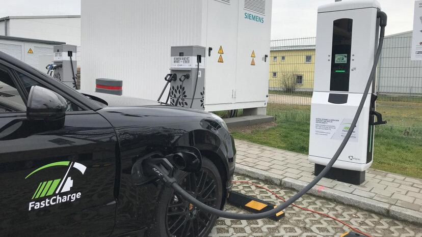 La carga del coche eléctrico es superrápida