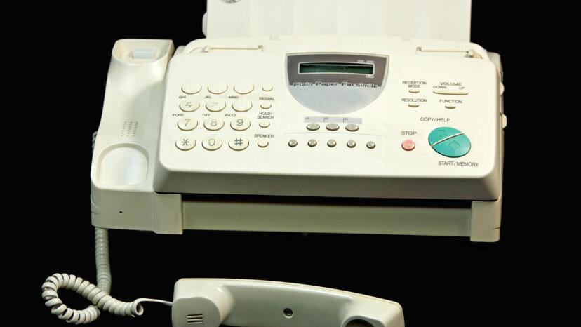 人々は今でもファックス機を使っていますが、ええと、なぜですか?