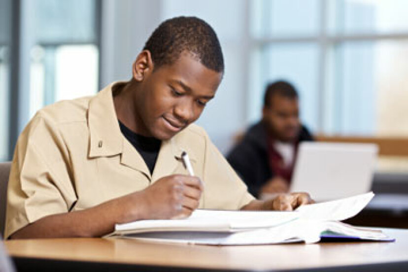 ROTCの財政援助はどのように機能するか