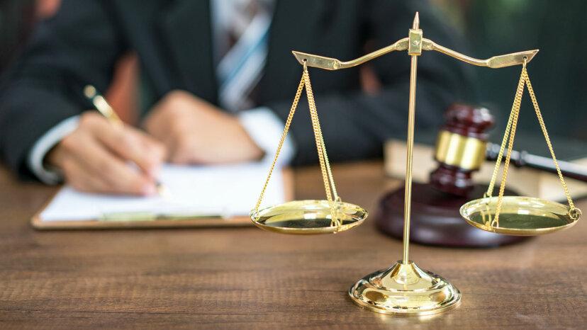 Cómo averiguar si tiene una orden judicial