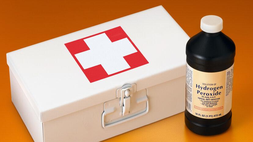 ¿Por qué el peróxido de hidrógeno viene en una botella marrón?