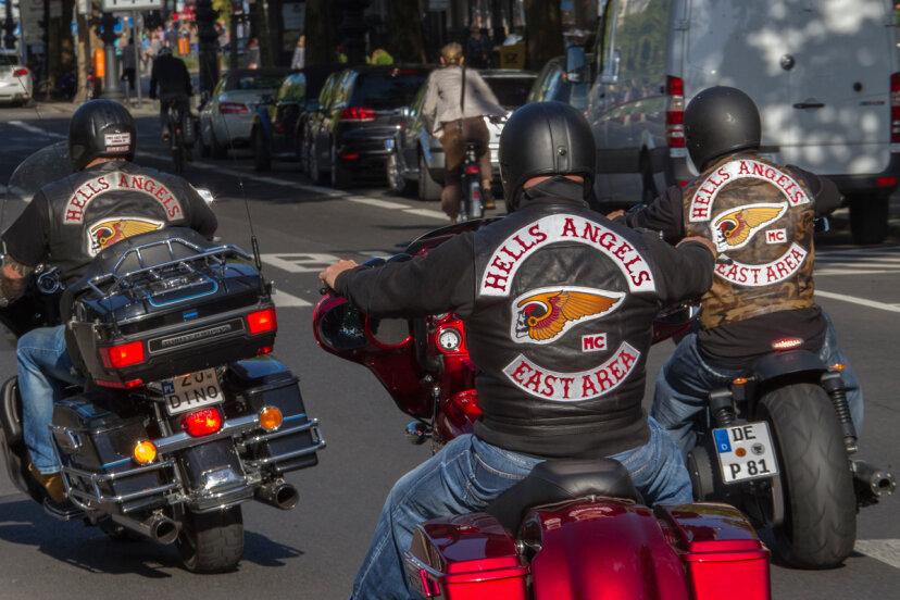 最初の無法者のオートバイクラブは何でしたか?