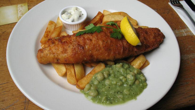 Cómo el pescado con patatas fritas se convirtió en el plato nacional de Inglaterra