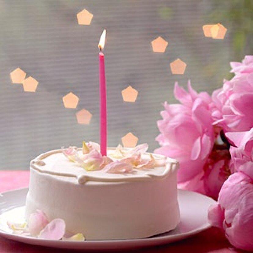 簡単で美しいバースデーケーキのためのシンプルな装飾