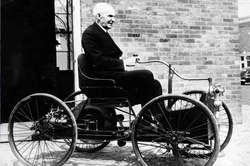 ヘンリーフォードは車を発明しましたか?