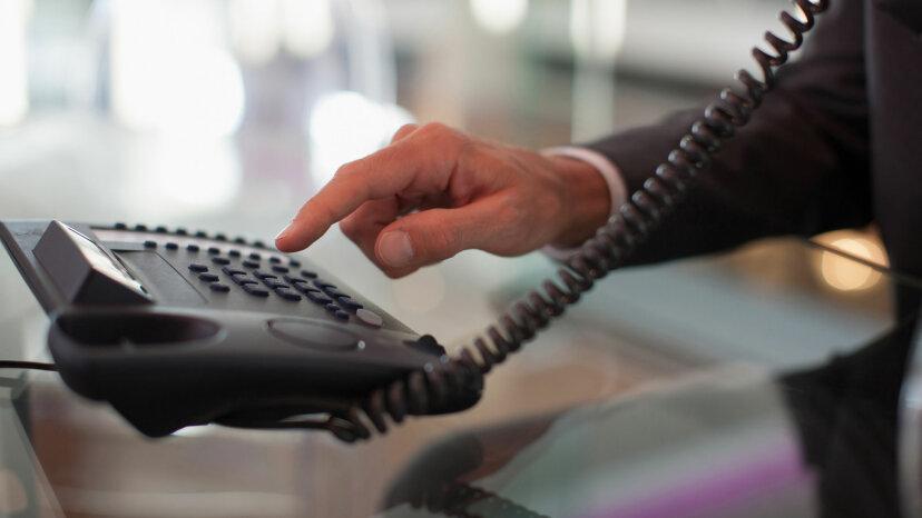 固定電話から携帯電話に通話を転送する方法