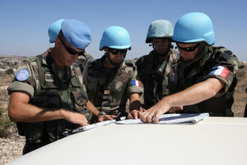 仮名でフランス外人部隊に参加しなければならないのはなぜですか?