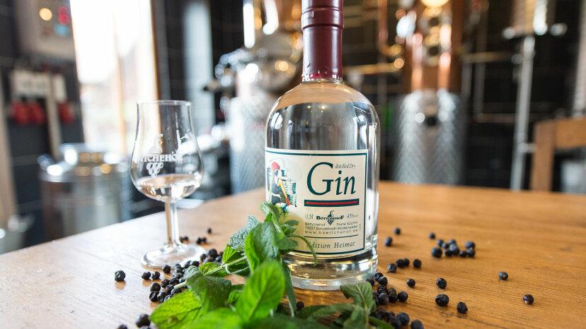 Gin, mint, juniper berries