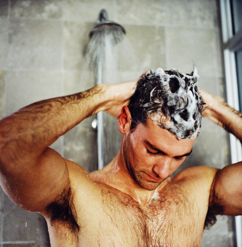 どのくらいの頻度で髪を洗うべきですか?