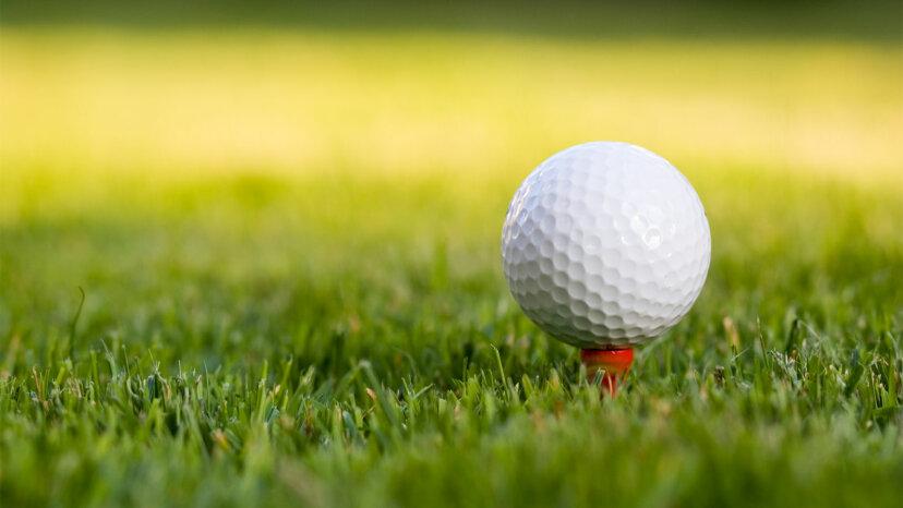¿Por qué las pelotas de golf tienen hoyuelos?