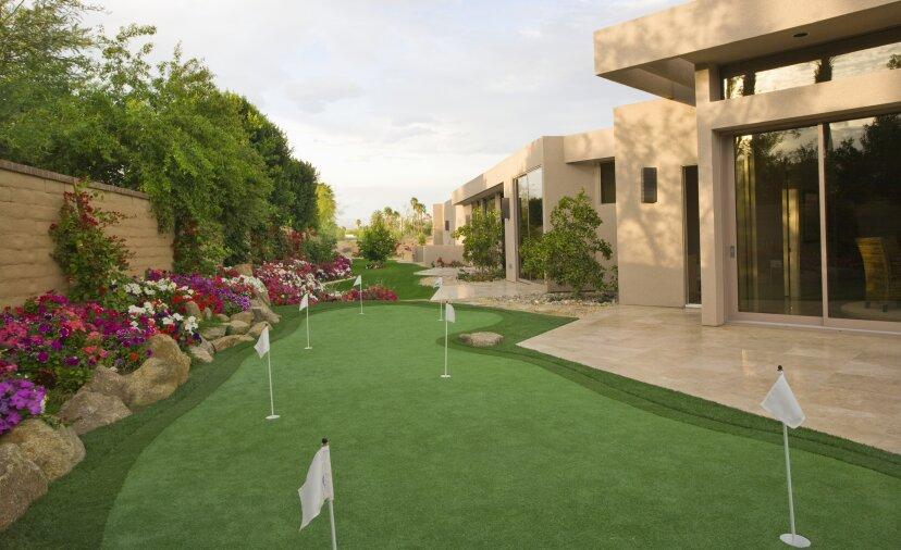 裏庭のゴルフグリーンを構築する方法