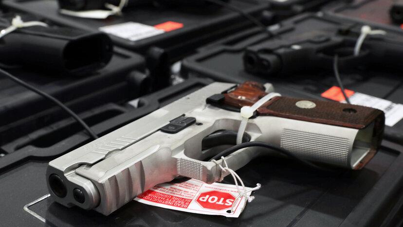 自己防衛の急上昇のための銃の購入
