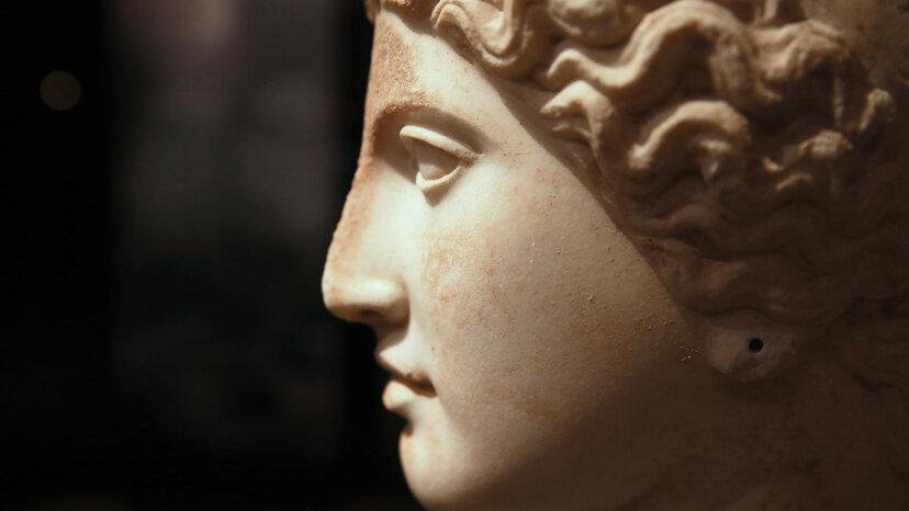 神々の女王ヘラはゼウスの妻であり姉妹でした
