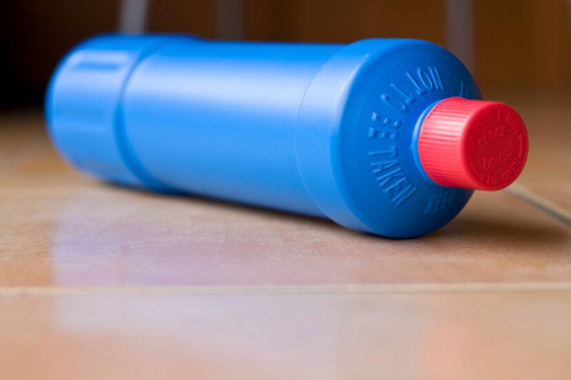 家庭で一般的な有害廃棄物は何ですか?