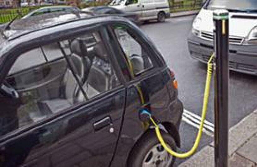 電気自動車の充電にはどのくらい時間がかかりますか?