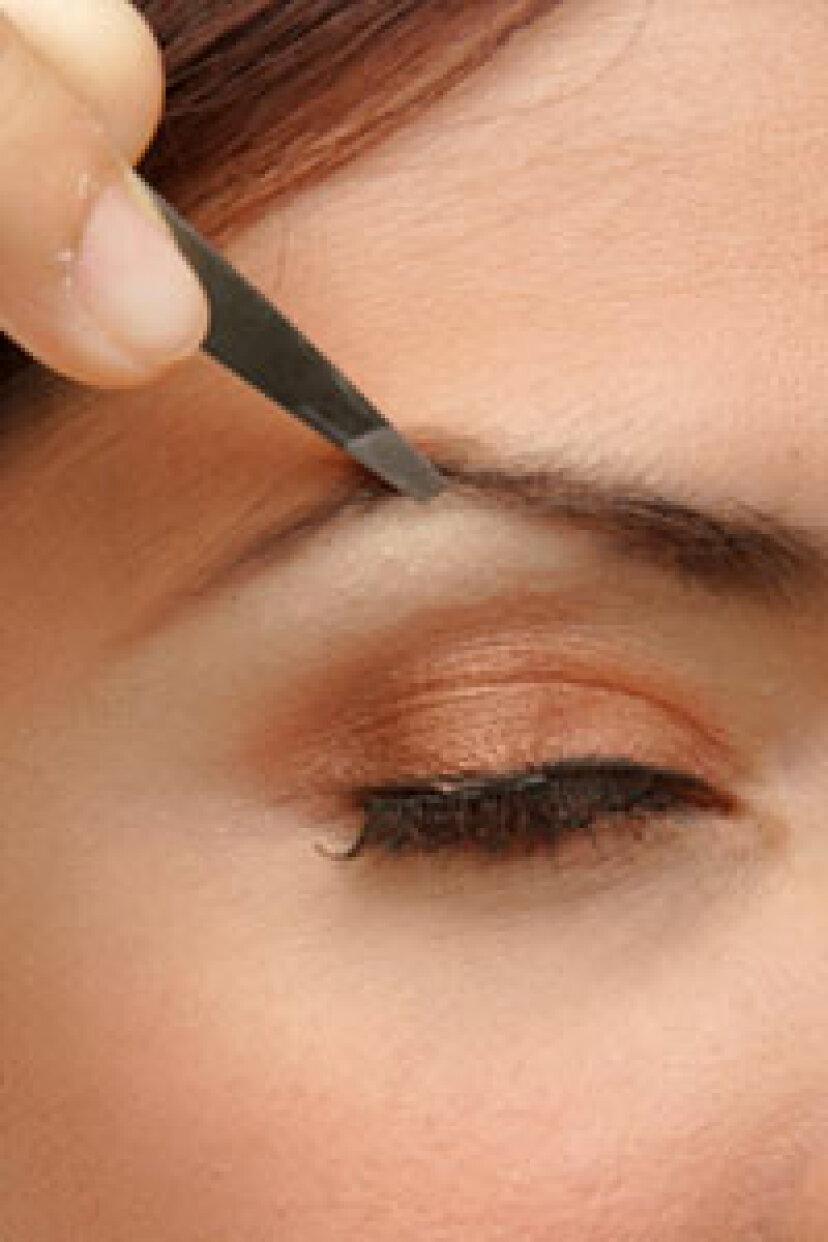 どのくらいの頻度で眉毛をツイーズする必要がありますか?