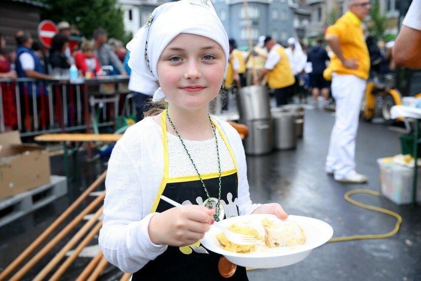 giant omelet cooking in belgium