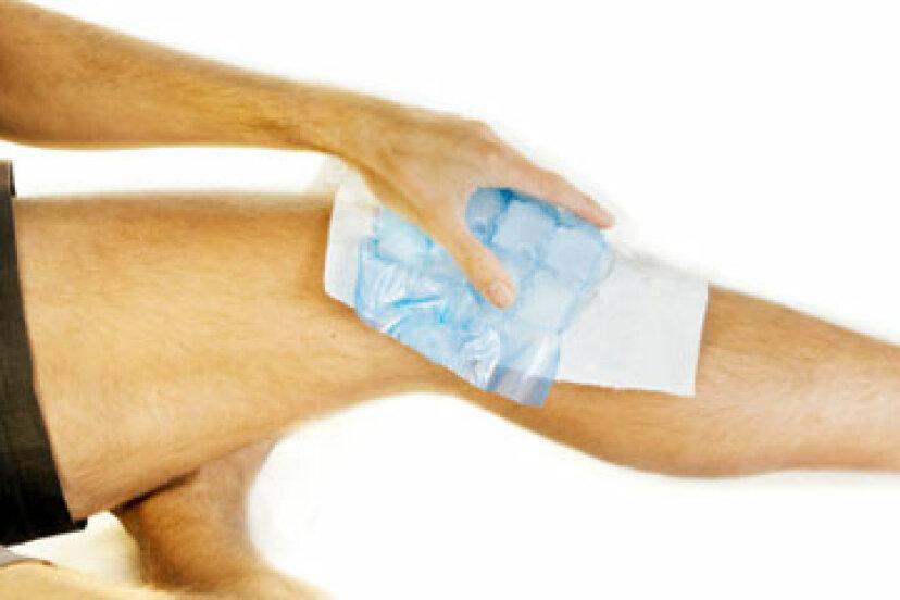 怪我を治療するために氷または熱を使用する必要がありますか?