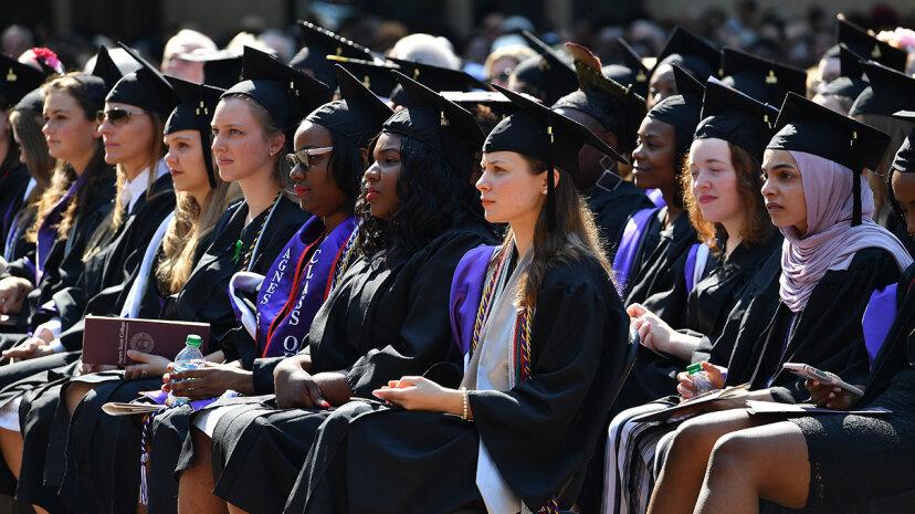 最近の大学卒業生のための求人市場「ホット」