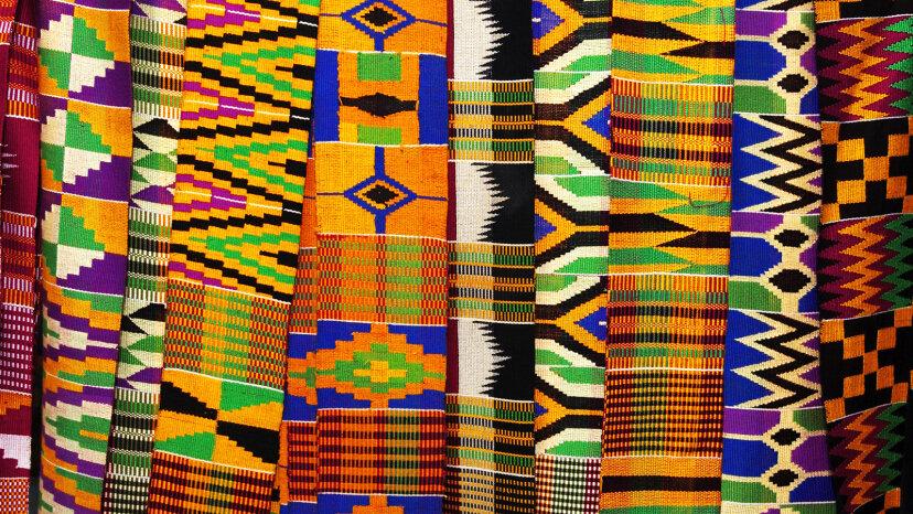 Tejiendo la historia de la tela Kente, una tela histórica de África Occidental
