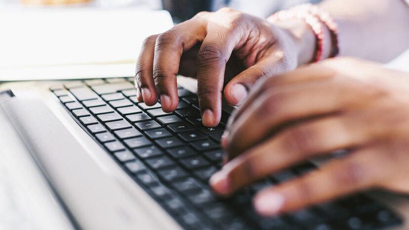 どのコンピュータのキーボードキーが最も早く消耗しますか?