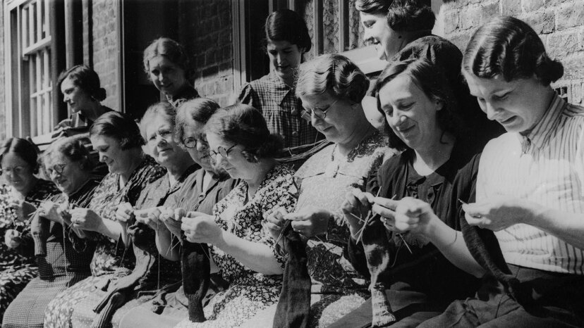 women knitting during world war II