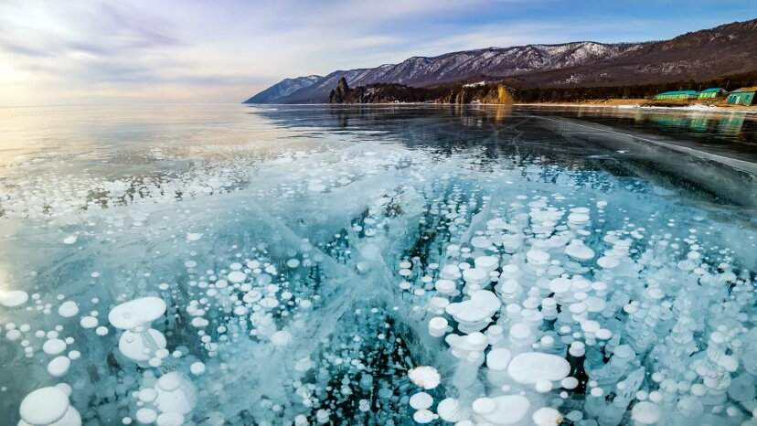 El lago Baikal de Siberia es el más antiguo y extraño del mundo