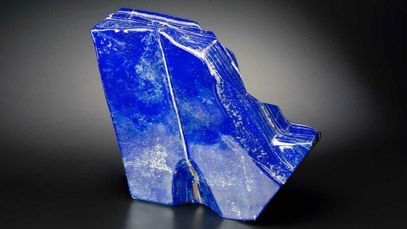 ラピスラズリのロイヤルブルーの色はかつて神のように考えられていました
