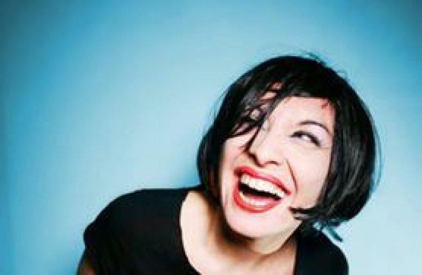 笑いがあなたの健康を自然に改善し、体重を減らすのを助けることができる8つの方法