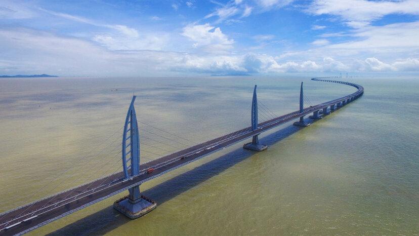 世界最長の海を渡る橋に会う