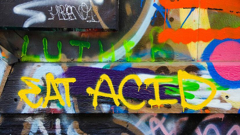 building graffiti, eat acid