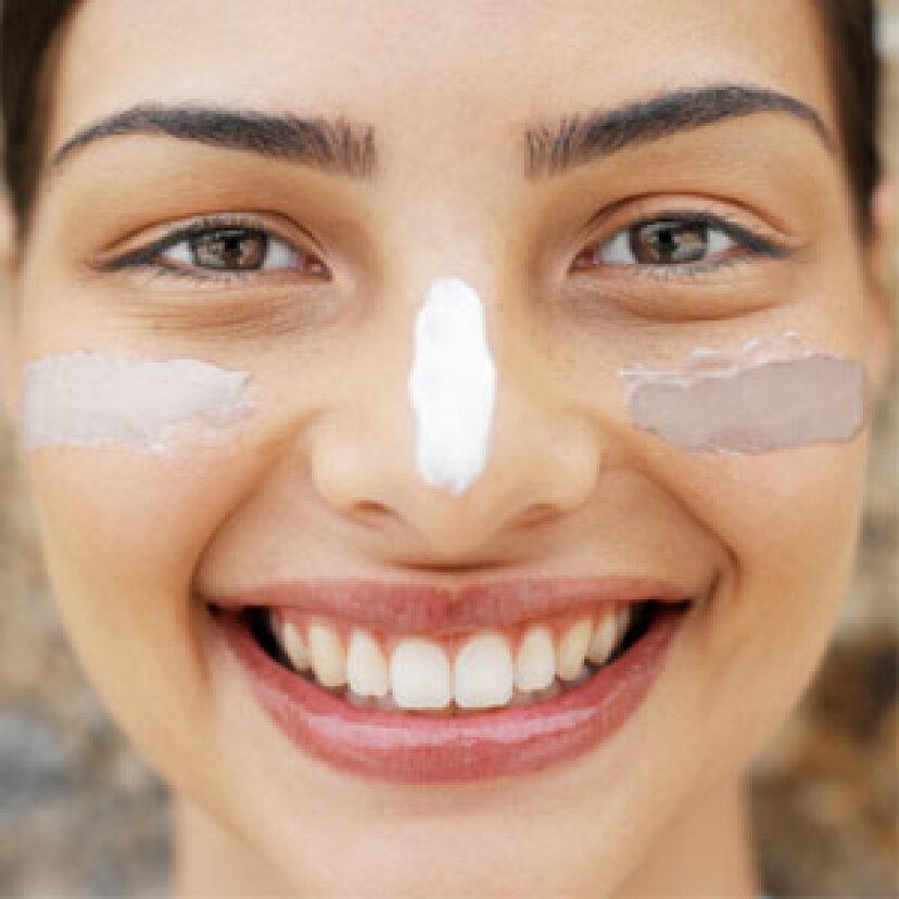 日焼けローションを肌の色に合わせる方法