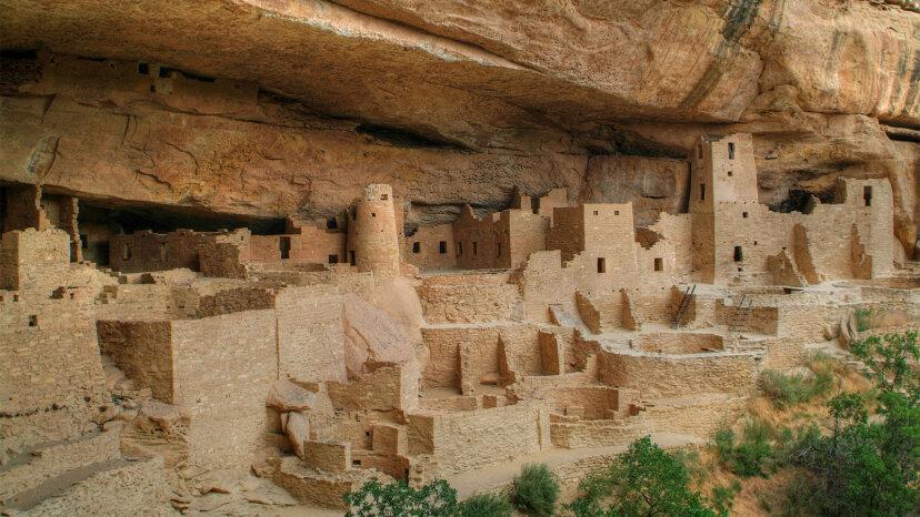 El Parque Nacional Mesa Verde preserva las altísimas viviendas de los nativos americanos en los acantilados