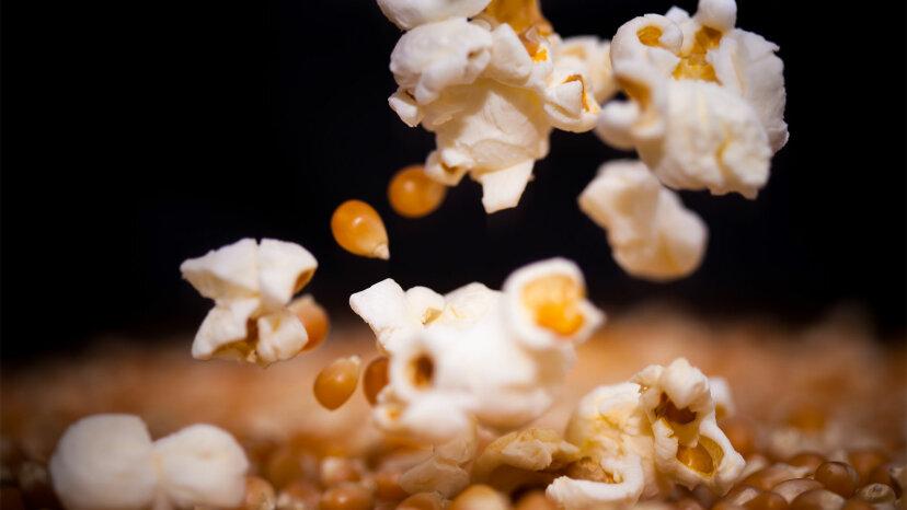 ¿Son realmente peligrosas las palomitas de maíz para microondas?