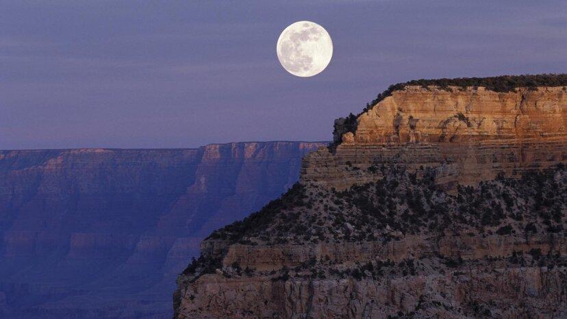 夕焼けと月の出を同時に見ることができますか?