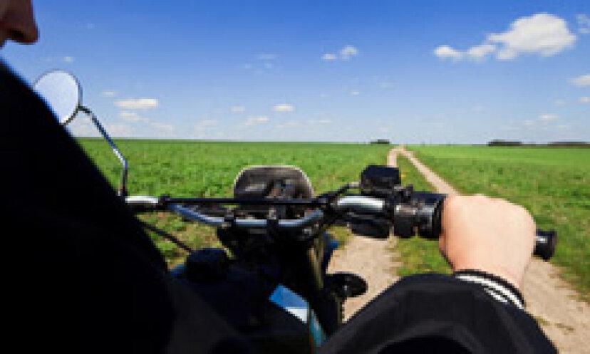 涼しさを保つのに役立つオートバイのアクセサリーは何ですか?
