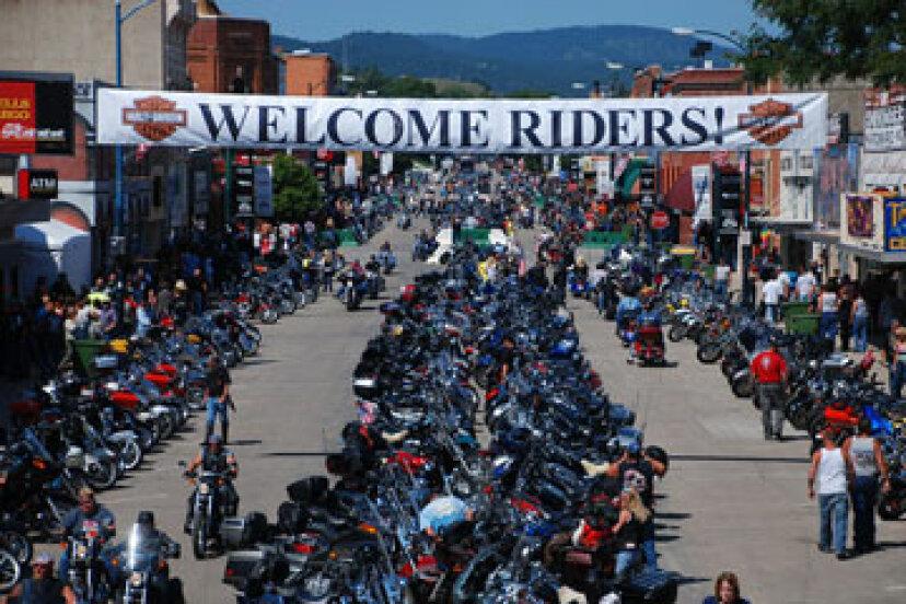 アメリカで最も有名なオートバイの集会は?