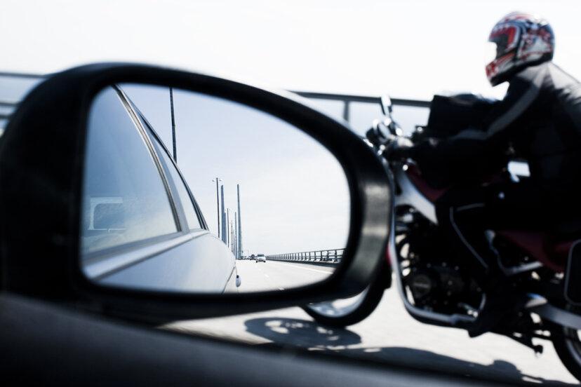 オートバイは本当に車よりも危険ですか?