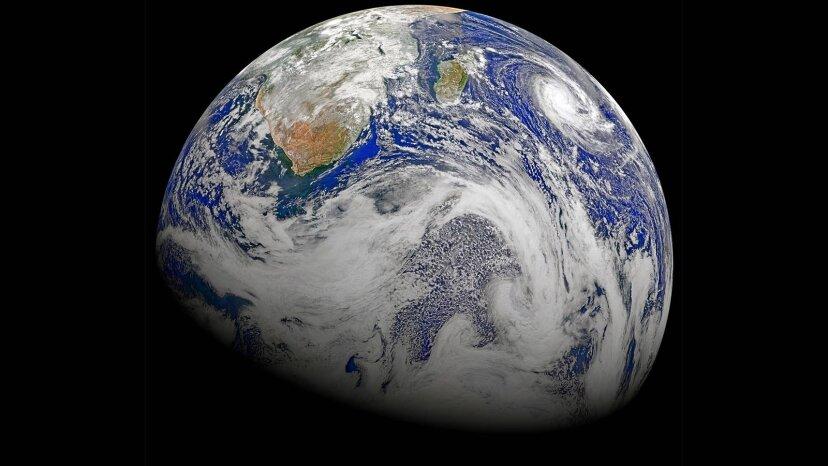 誰が惑星地球に名前を付けましたか?