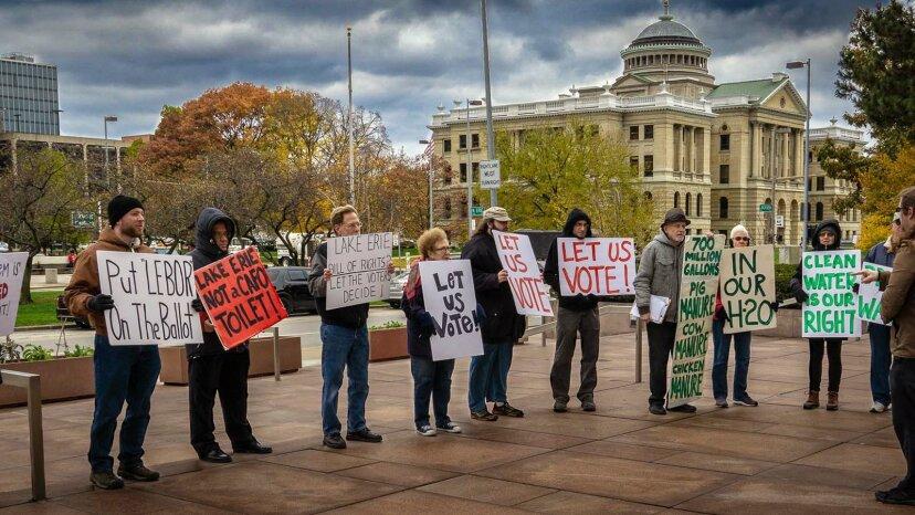 オハイオ州の住民はエリー湖に法的権利を与えるために戦う