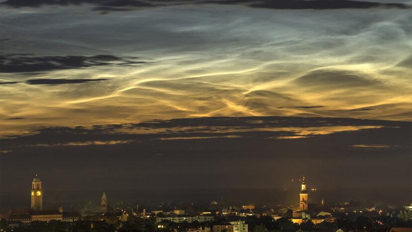Eiskristalle verursachen schöne nachtleuchtende Wolken