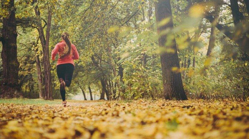 Laufen während der Frau: Sicherheits-Apps und Tech